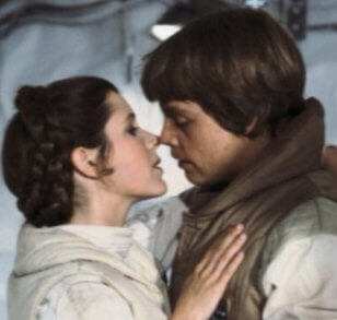 Leia_luke_kiss