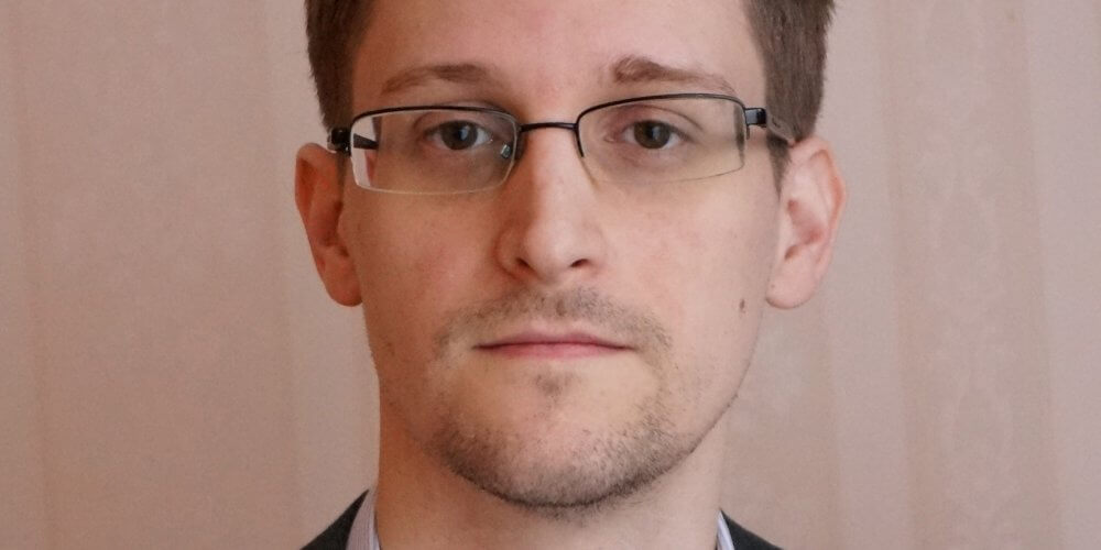 Russia may give Edward Snowden to Donald Trump